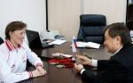 Глава Ачинска Илай Ахметов сделал предложение знаменитой лыжнице