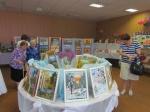В Управлении социальной защиты населения Назарово открылась выставка работников соцсферы (фото)