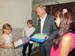 В рамках акции «Помоги пойти учиться» глава Назарово посетил несколько семей
