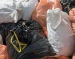 Молодёжь Минусинска перекрыла пешеходную дорожку мешками мусора