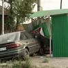 В Минусинске водитель врезался в автобусную остановку