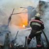 В Ачинске горят заброшенные надворные постройки