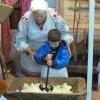 Ачинских дошколят научили солить капусту