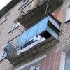 Пьяный красноярец, убегая от полиции, упал с балкона четвертого этажа