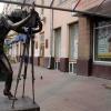 В Красноярске скульптуру фотографа отправили на реконструкцию