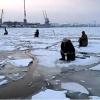 В Енисейском районе двоих рыбаков унесло на льдине