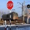 В Ачинском районе локомотив снес автомобиль