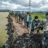 Жители подтопляемого в Хакасии села мобилизованы на борьбу с паводком