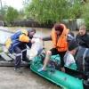 Хакасские спасатели эвакуируют дачников из зоны затопления