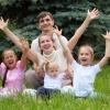 Многодетные семьи Хакасии начнут получать дополнительные выплаты
