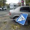 На Таймыре пьяный водитель снес дорожный знак и протаранил остановку