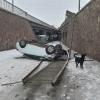 С Копыловского моста в Красноярске упал автомобиль