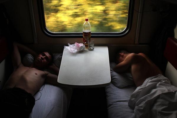 Трахнули жену с другом в поезде видео