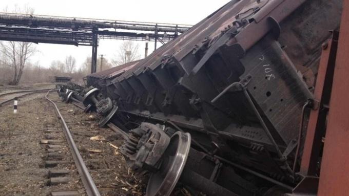 Девять вагонов сошли срельсов вКрасноярске