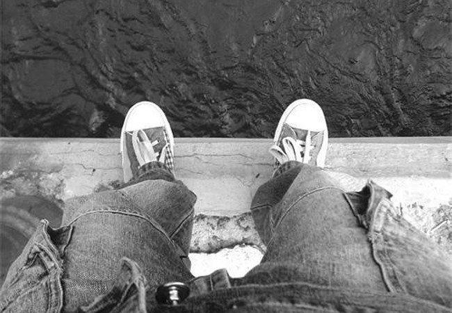 СОктябрьского моста спрыгнул мужчина: умер наместе