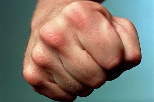 Полицейский вКурагинском районе пытался кулаками выбить изподозреваемого признание