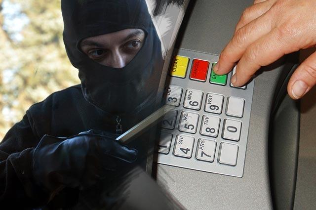 Суд рассмотрит дело банды, ограбившей вСибири банкоматы на14 млн руб.