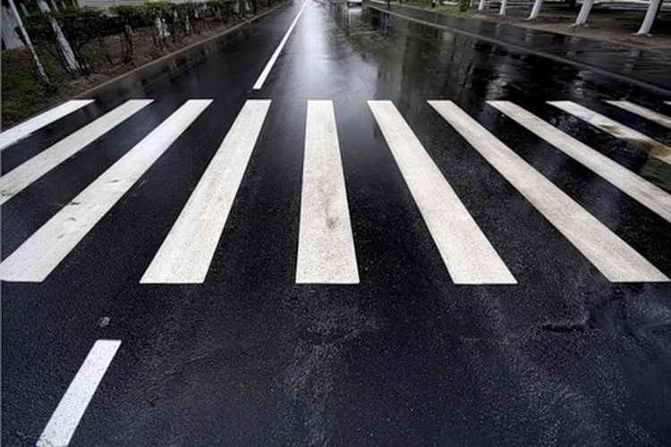 Автомобиль Мазда сбил 15-летнюю девочку— ДТП вКрасноярске