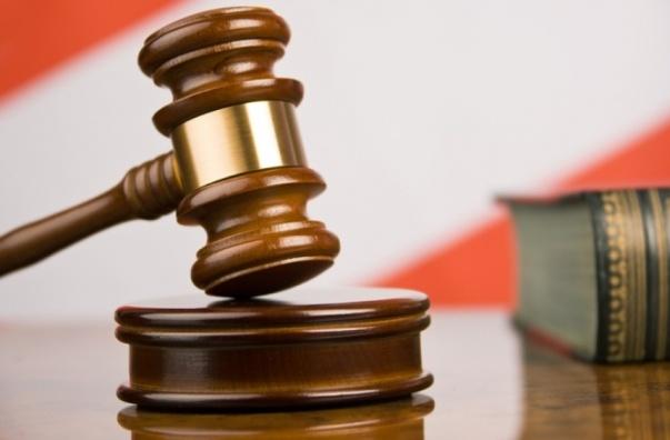 Красноярку с 2-мя подельниками осудят заубийство