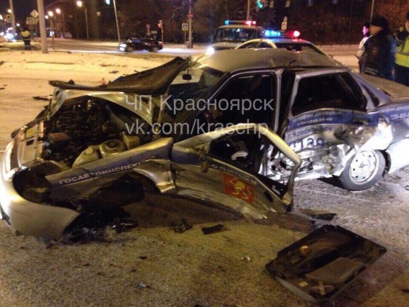 Вцентре Красноярска случилось серьезное ДТП сучастием патрульного автомобиля