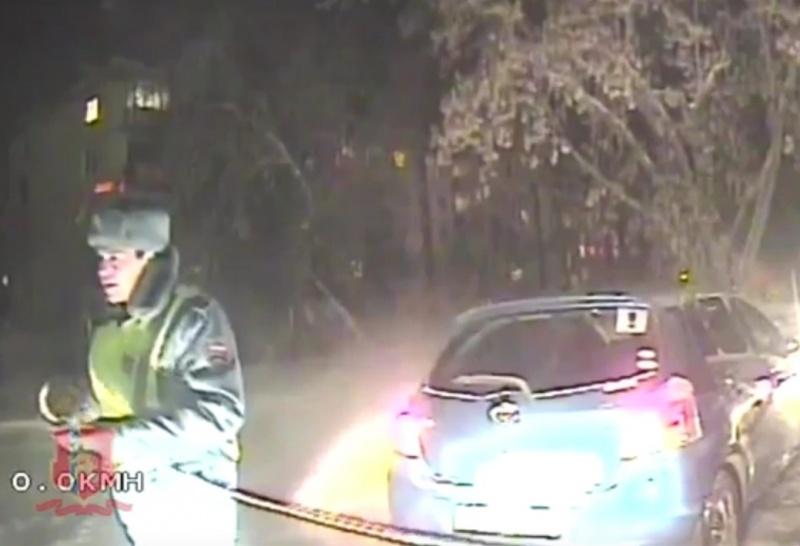 Полицейские извлекли машину женщины изо льда вКрасноярском крае