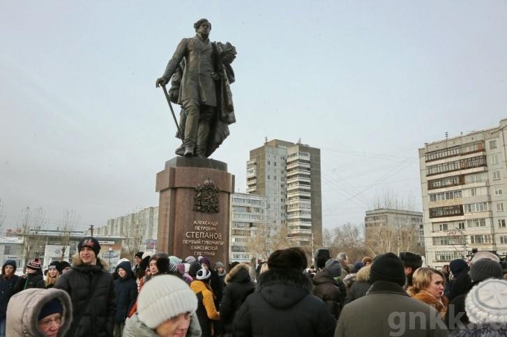 ВКрасноярске открыли монумент первому губернатору