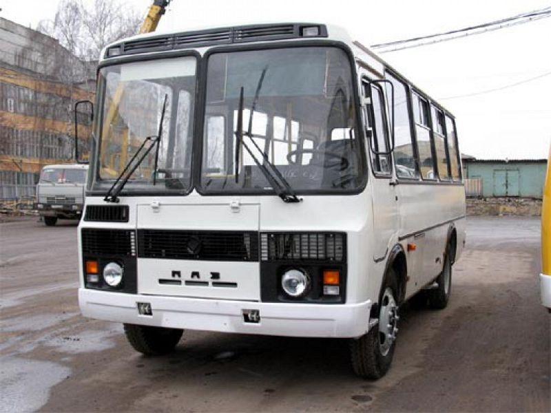 Автобус №2 спассажирами пытался проскочить перекресток наКиренского ипротаранил столб