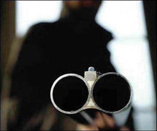 ВЕмельяновском районе дебошир открыл стрельбу пополицейским