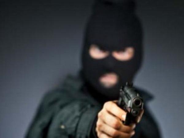 ВКрасноярске мужчина ворвался вбанк спистолетом