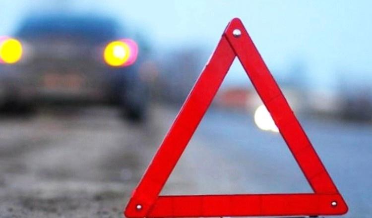Автоледи столкнулась с фургоном натрассе: фуру выбросило вкювет