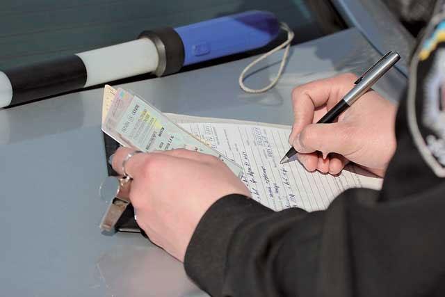 ВКрасноярске обсуждают водителя маршрутки, игравшего зарулём