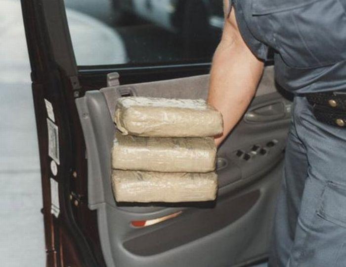 Инспектора красноярской таможни словили снаркотиками вличном авто