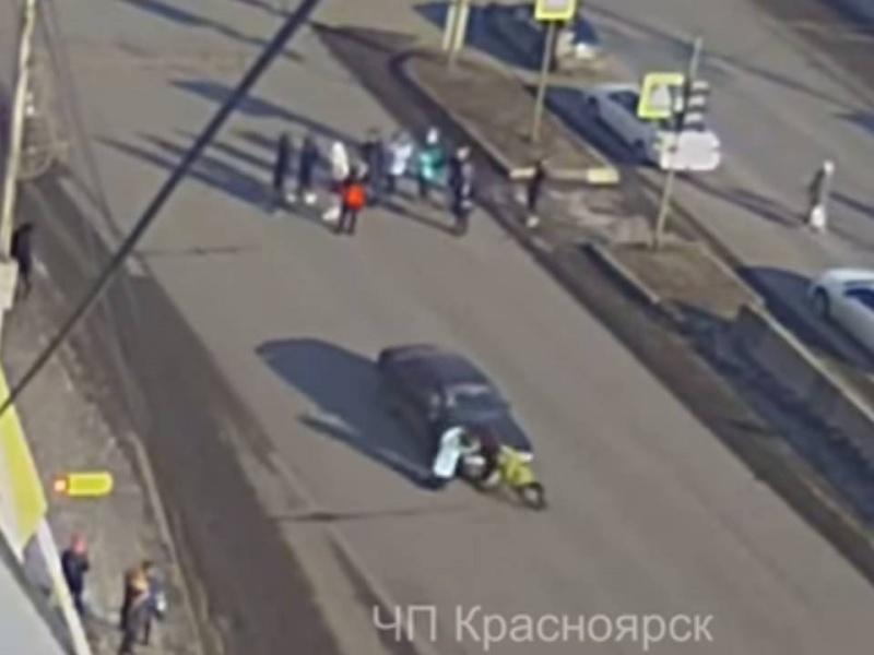 ВКрасноярске пенсионер сбил 2-х молодых людей, переходивших дорогу позебре