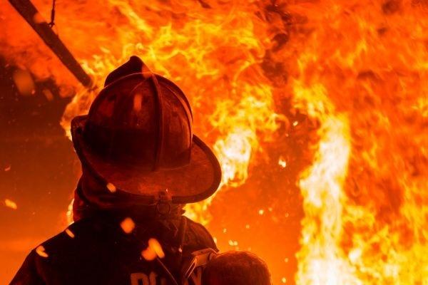 Семья из 3-х человек сгорела вечером в личном доме
