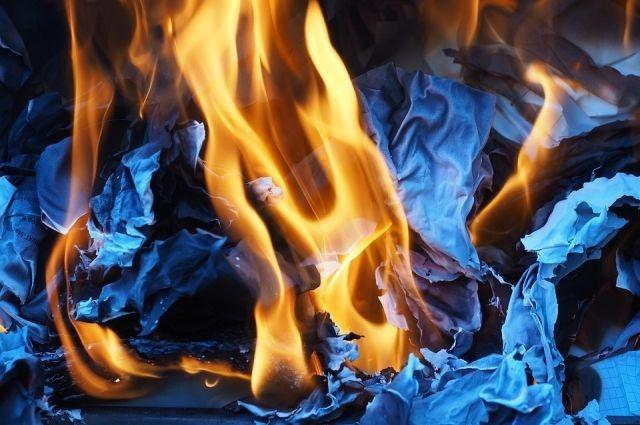 Мальчики-двойняшки погибли напожаре вКрасноярском крае. Виновата мать