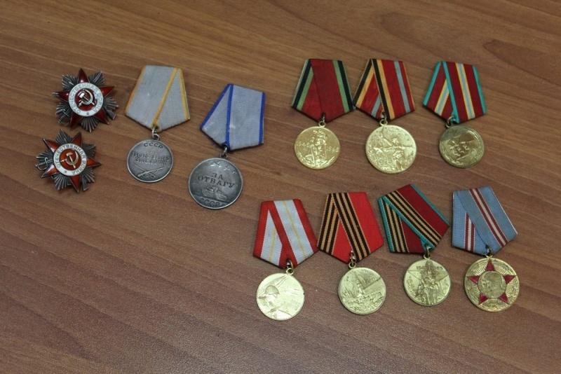 Гражданин Красноярска отыскал наулице коробку сорденами ветерана ВОВ