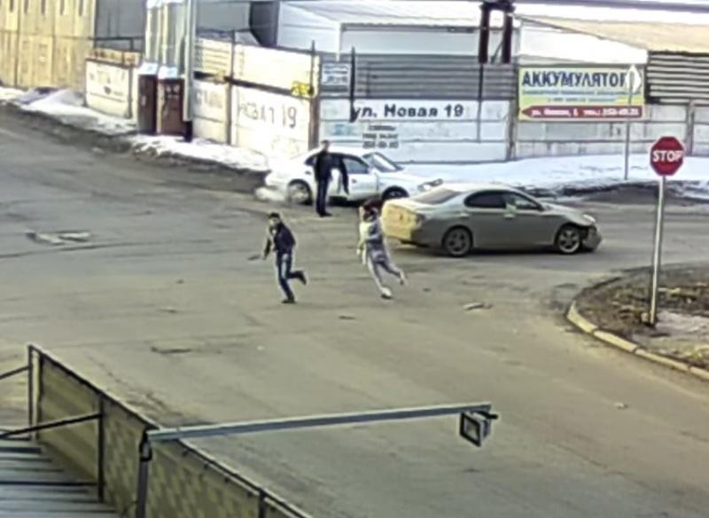 Пассажир побил своего водителя после ДТП вКрасноярске