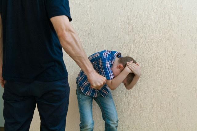 ВКрасноярском крае мужчина несколько месяцев избивал пятилетнего сына