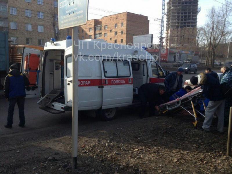 ВКрасноярске КамАЗ наполном ходу сбил 9-летнего ребенка