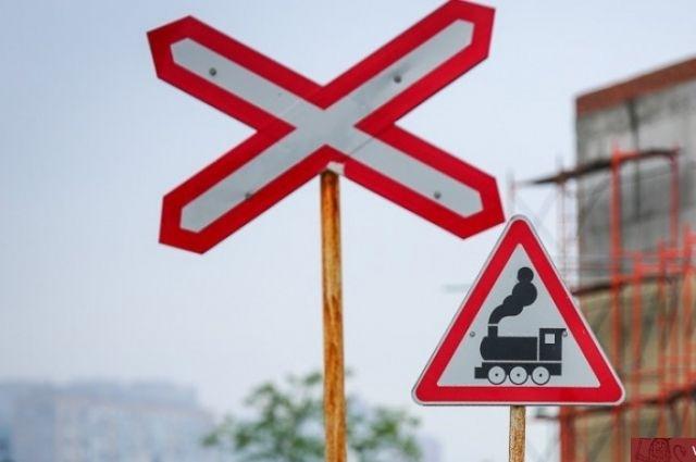 ВКрасноярском крае нажелезнодорожном переезде ВАЗ столкнулся споездом