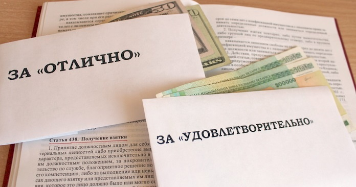 Задесятки взяток иподлогов преподавательницу отправили наисправительные работы