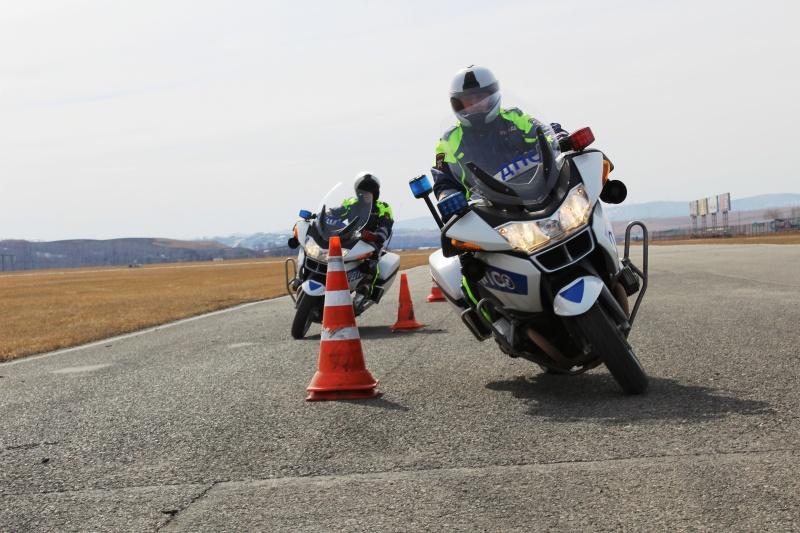 Взвод ДПС намотоциклах БМВ начал тренировки перед открытием сезона