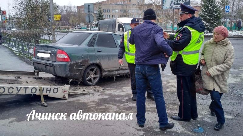 ВКрасноярском крае женщина, усевшись наавтоэвакуатор, непозволила увезти машину сына