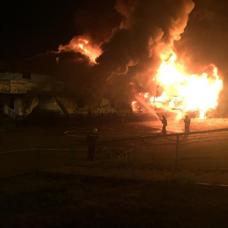 ВКрасноярске в итоге пожара сгорело плавучее кафе «Венеция»