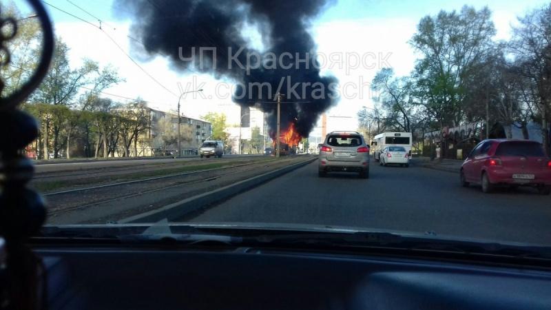 ВКрасноярске впериод движения зажегся трамвай спассажирами