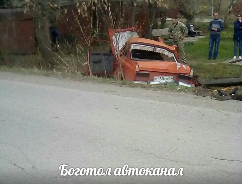 Молодой шофёр погубил пассажира в трагедии страктором истолбом