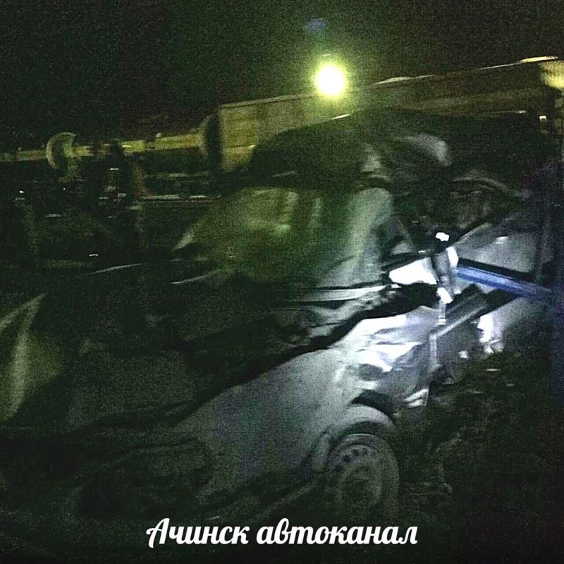 ВКрасноярске поезд раздавил иномарку и шофёр умер