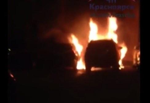 Три дорогих иномарки Тойота сожгли ночью на стоянке вКрасноярске