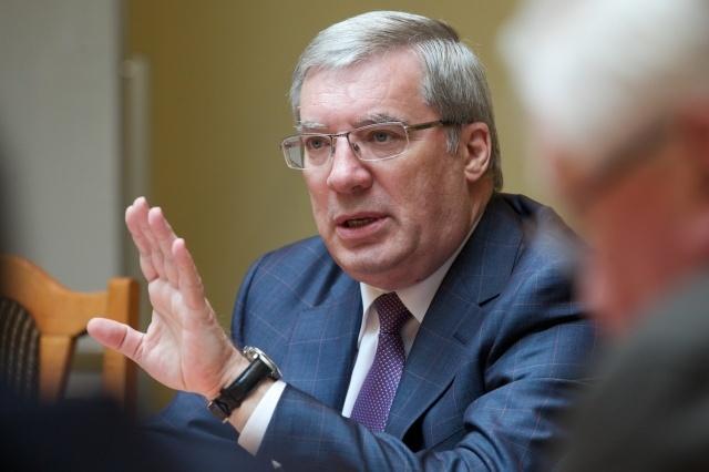 Красноярские народные избранники всреду хотят отменить закон оповышении себе зарплат вдвое
