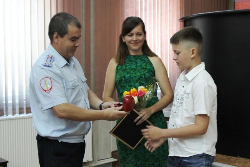 Зеленогорский школьник отыскал втайнике под обшивкой дома 500 000 руб.